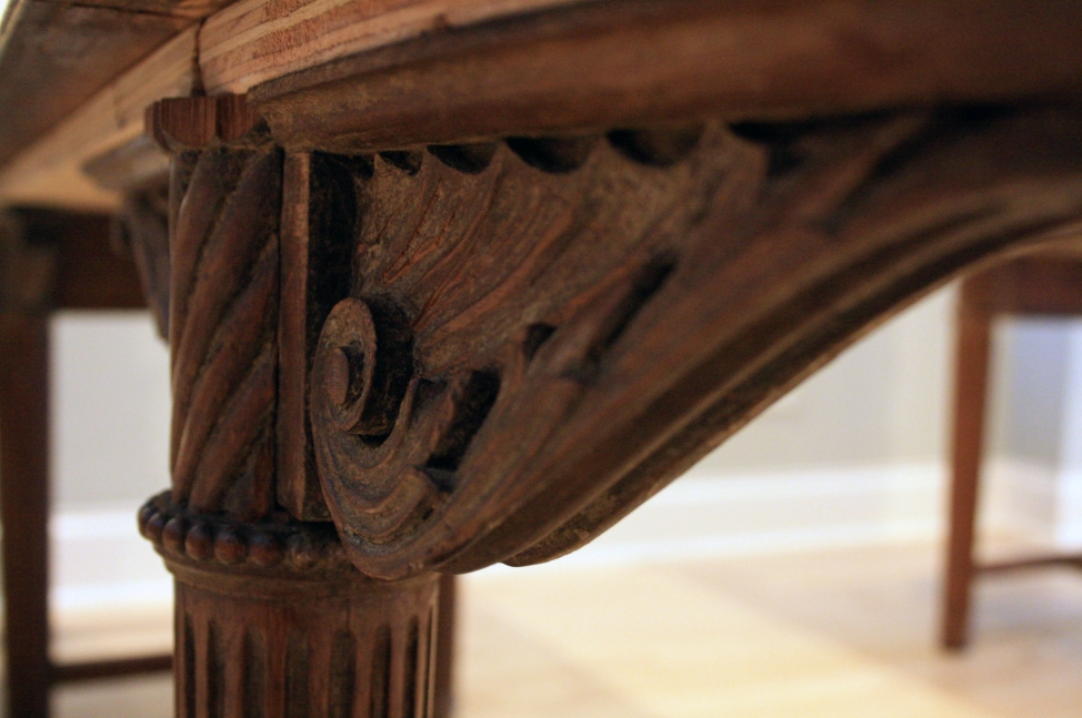 USE. Wooden Detail